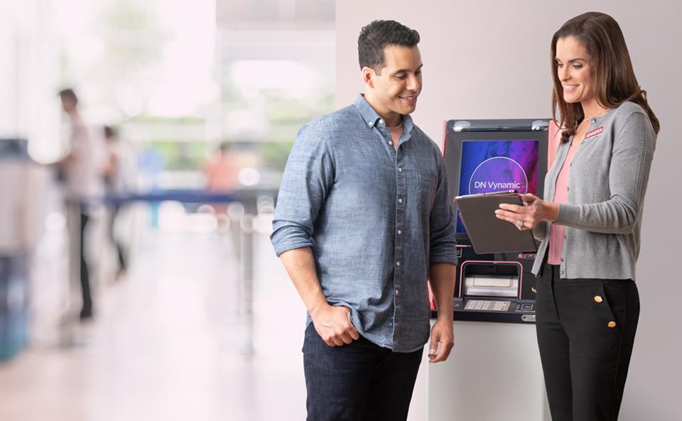 Diebold Nixdorf lança ATM multisserviço fabricado no Brasil